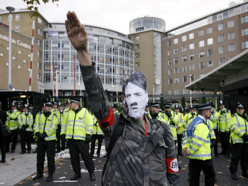 使用納粹時代詞彙 違法行納粹舉手禮