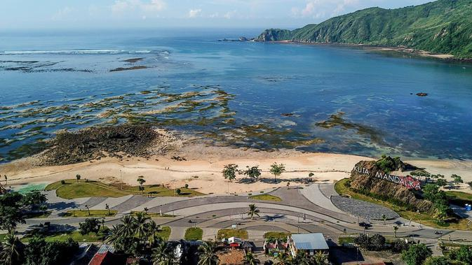 Proyek pengembangan pesisir Mandalika yang diusulkan menjadi lokasi balapan MotoGP di Mandalika, selatan Lombok, 23 Februari 2019. Lokasi MotoGP di Lombok diharapkan dapat menghidupkan kembali ekonomi pulau itu yang sempat dilanda gempa. (ARSYAD ALI/AFP)