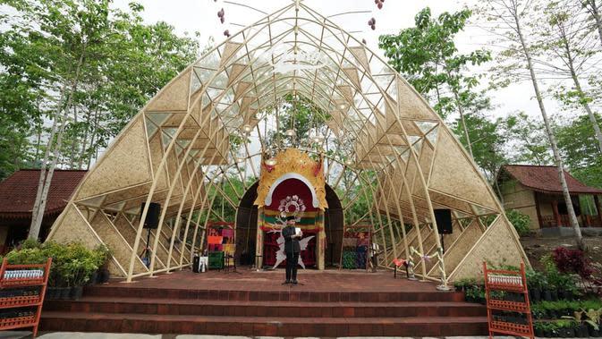 Bupati Banyuwangi Abdullah Azwar Anas di Amfiteater Osing. Dok. Banyuwangi