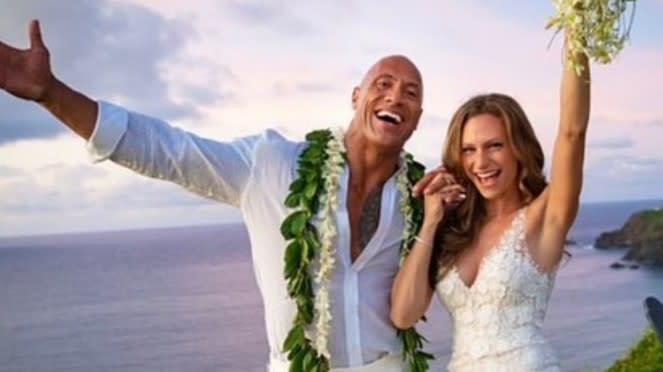 Dwayne Johnson dan Lauren Hashian resmi menikah.