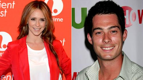 Pregnant Jennifer Love Hewitt Is Also Engaged!