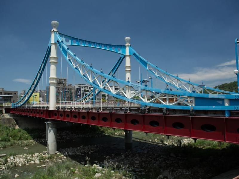 藍天白雲橋