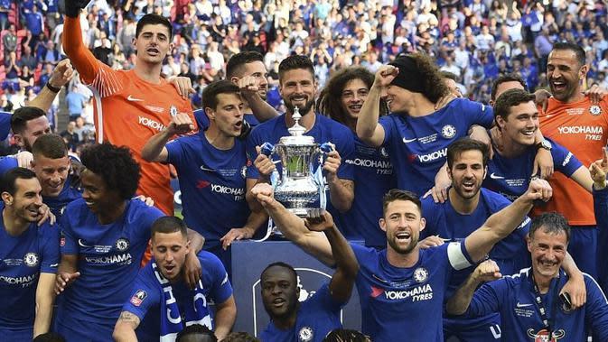 Manajer Manchester United, Jose Mourinho, menyebut seharusnya timnya yang lebih layak menjadi juara Piala FA 2017-2018 ketimbang Chelsea. (AFP/Glyn Kirk)