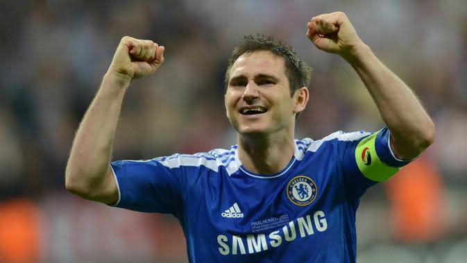 Frank Lampard - Pemain terbaik yang pernah dimiliki Chelsea ini sukses memberikan berbagai macam trofi untuk Chelsea. Salah satunya trofi Liga Champions 2012. (AFP/Adrian Dennis)