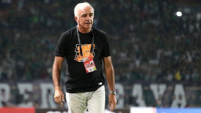 Pelatih Borneo FC, Mario Gomez. (Bola.com/Aditya Wany)