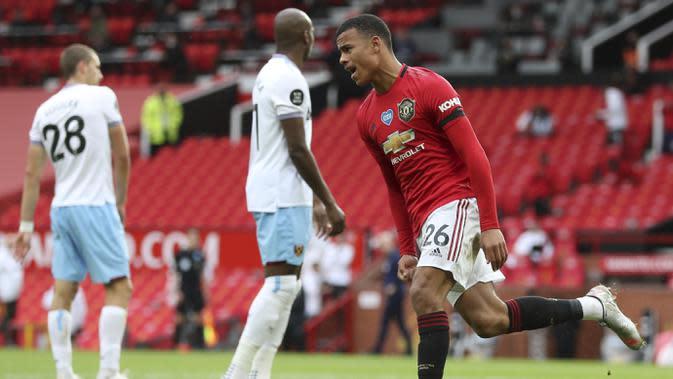 Pemain Manchester United, Mason Greenwood, melakukan selebrasi usai mencetak gol ke gawang West Ham United pada laga Premier League di Stadion Old Trafford, Rabu (22/7/2020). Kedua tim bermain imbang 1-1. (Cath Ivill/Pool via AP)