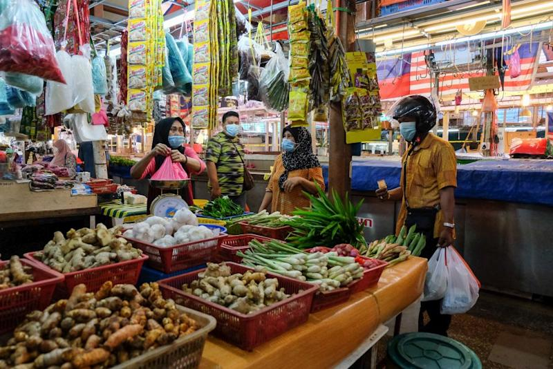 People shop for essential food items at the Chow Kit wet market in Kuala Lumpur April 24, 2020. — Picture by Yusof Mat Isa