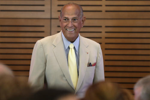 Fashion designer Oscar de la Renta looks at a crowd gathered in his honor at the Clinton Presidential Library in Little Rock, Ark., Monday, July 8, 2013. (AP Photo/Danny Johnston)