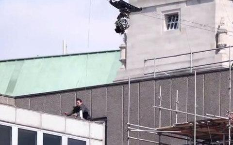 Tom Cruise collides with the building after missing his landing