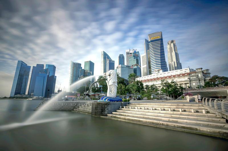 面對疫情威脅,新加坡政府祭出嚴厲政策防疫,要求所有民眾今都要保持1公尺的距離。圖:翻攝Gov.sg臉書