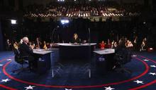 鹽湖城的兩位搖擺人之戰:上回川普無視辯論規則,這次彭斯無視主持人提問 賀錦麗也閃過了幾個尖銳問題