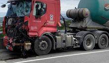 竹縣消防車遭油罐車撞翻 台68線大塞車1小時