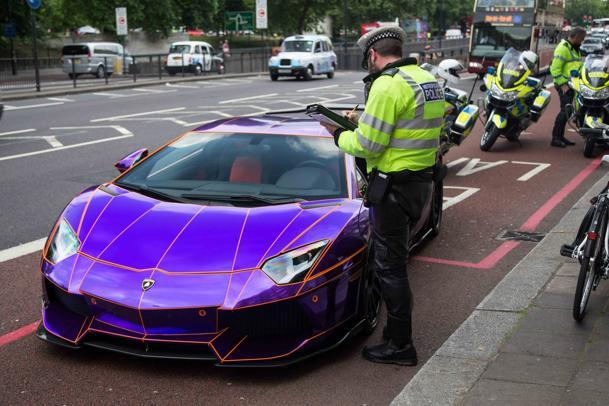 'Glow-in-the-dark' Lamborghini seized by London police