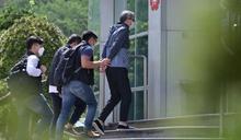 香港國安法:警方二度搜查《蘋果日報》,總編輯等五人涉嫌「勾結外國勢力」被拘捕