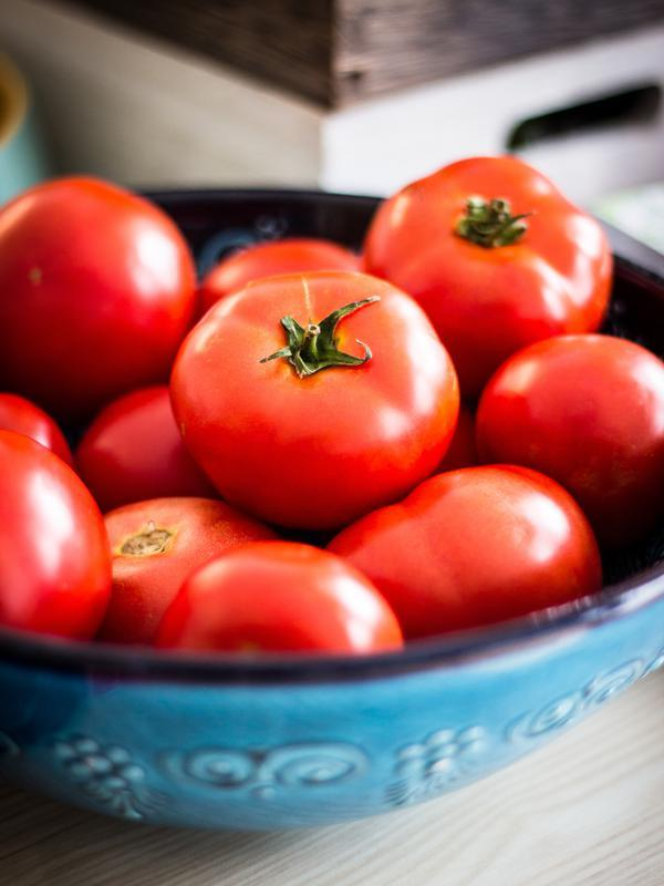 ilustrasi tomat/Photo by Deniz Altindas on Unsplash