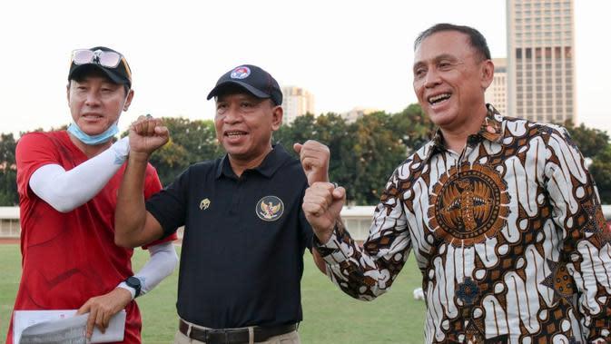 Manajer pelatih Timnas Indonesia, Shin Tae-yong, bersama Menpora Zainudin Amali dan Ketua PSSI, Mochamad Iriawan. (Dok PSSI).