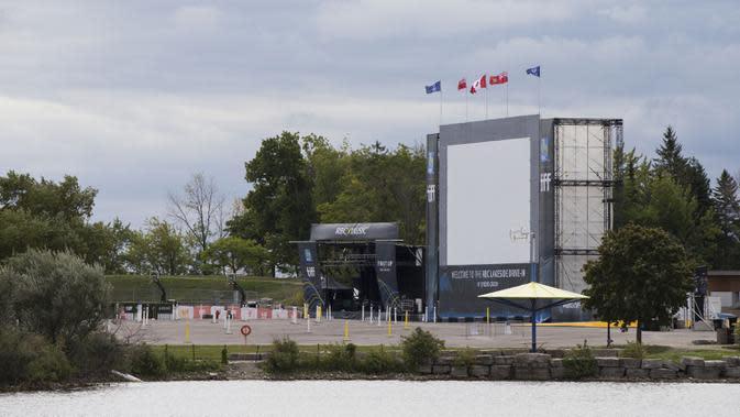Lokasi drive-in terlihat dalam ajang Toronto International Film Festival (TIFF) 2020 di Toronto, Kanada, 10 September 2020. TIFF 2020 akan berlangsung 10 hari mulai 10 September 2020 dengan lokasi drive-in dan pemutaran film secara daring (online). (Xinhua/Zou Zheng)