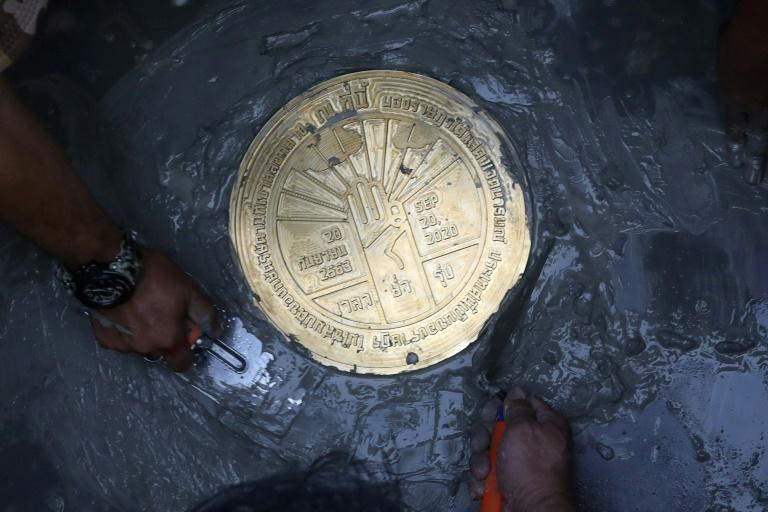 Thai protesters defy monarchy with 'People's Plaque'