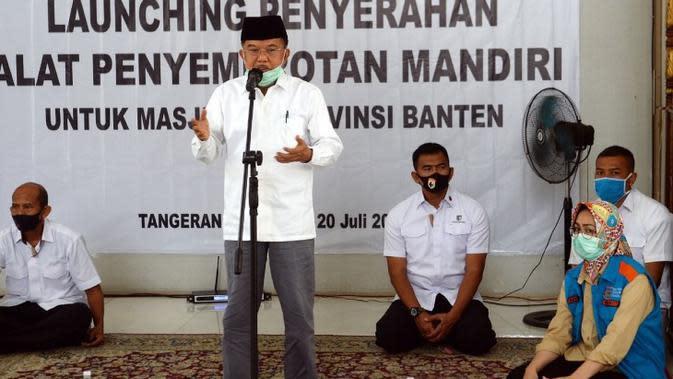 Jusuf Kalla di sela-sela penyerahan simbolis 1.000 alat spraying disinfektan untuk masjid di Provinsi Banten yang dilaksanakan di Masjid Al-Itishom, Pemerintah Kota Tangerang Selatan, Senin (20/7/2020). (Dok Tim Komunikasi Jusuf Kalla/JK)
