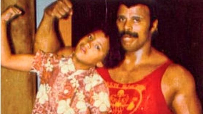 Rocky Johnson Bersama Dwayne