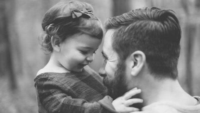 Ilustrasi ayah dan anak. (Foto: aplus.com)