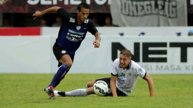 Bintang PSS Sleman, Kristian Adelmund menjagokan Arema Cronus meraih juara Bali Island Cup 2016. (Dok Bola.com)