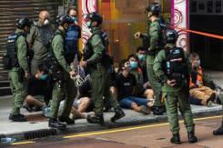 Polisi Hong Kong tindak unjuk rasa menentang penundaan pemilu
