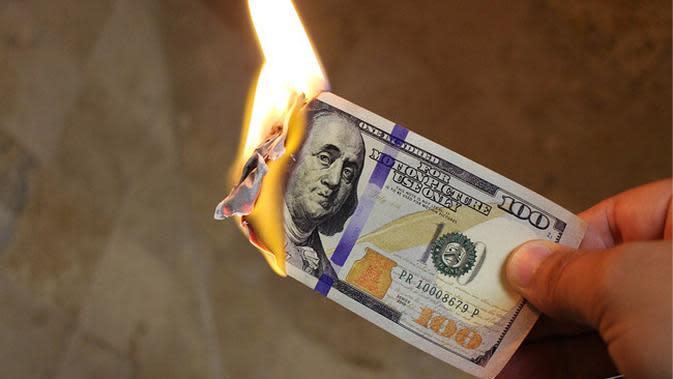 Ilustrasi Membakar Uang (pixabay.com)