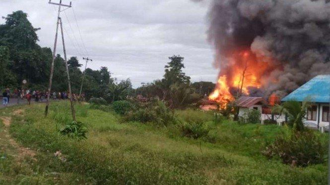 Massa Bakar dan Rusak Kantor Bupati Keerom di Papua