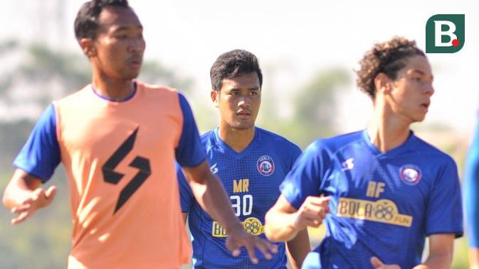 Striker muda Arema FC, Muhammad Rafli (tengah). (Bola.com/Iwan Setiawan)