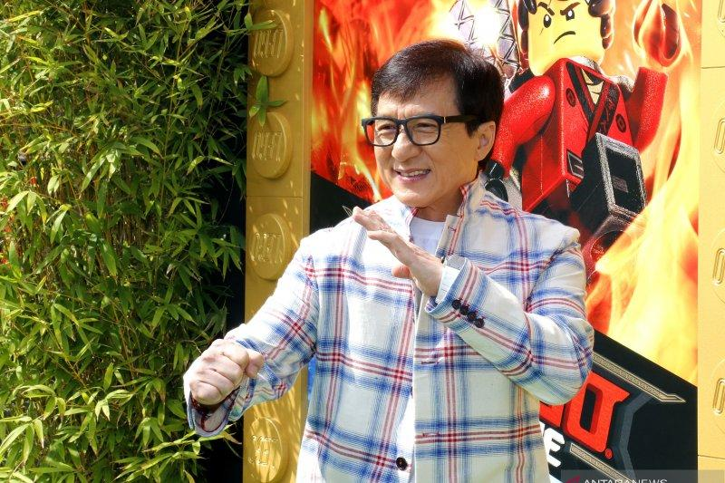 Dikabarkan terinfeksi virus corona, Jackie Chan buka suara