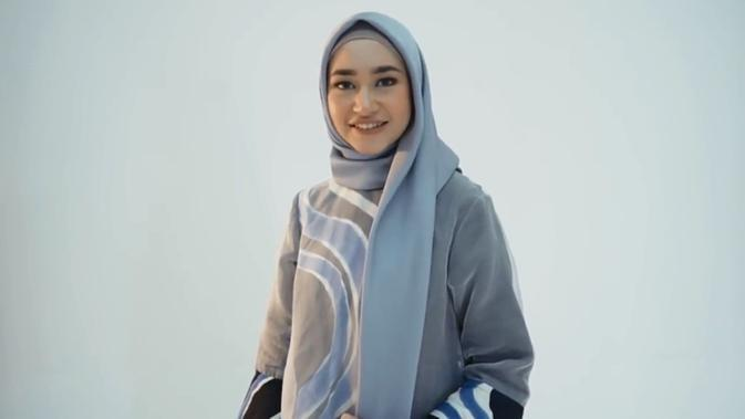 Tutorial Hijab dengan Tunik, Bikin Gaya Makin Kece Saat Lebaran