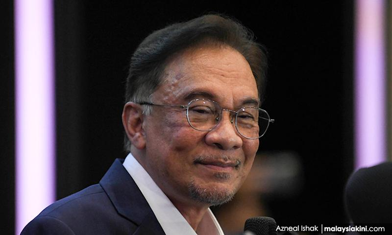 Anwar offers Muhyiddin 'suitable role' if he cooperates with transition