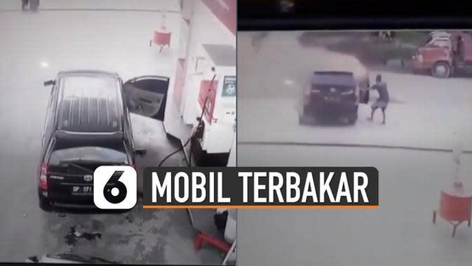 VIDEO: Aksi Heroik Sopir Jauhkan Mobil Terbakar di SPBU