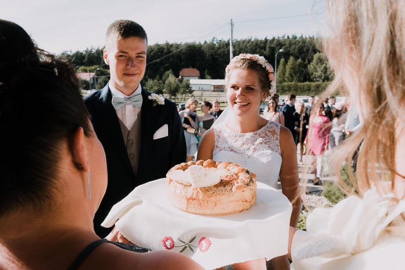 The ritual with bread, salt and vodka. [Photo: Bureniusz]