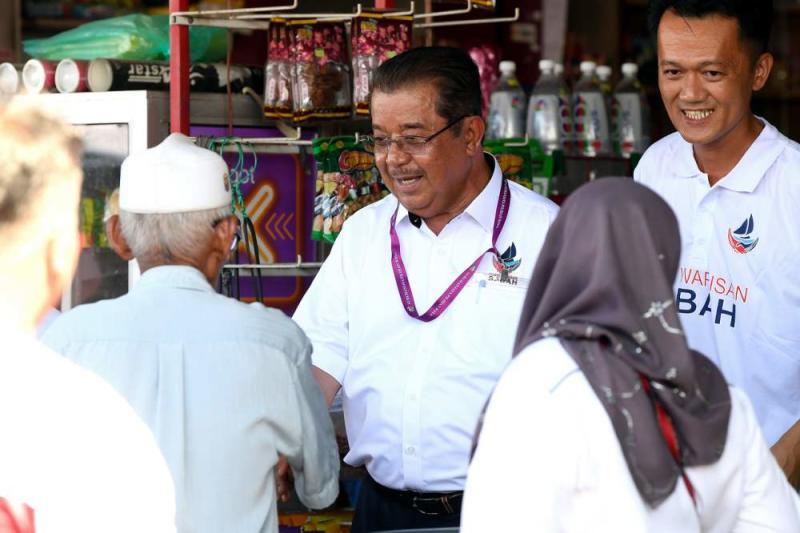 Warisan candidate Datuk Karim Bujang meets the residents in Kimanis January 11, 2020. ― Bernama pic