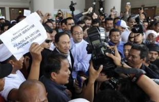 Anwar accuses judge of 'prejudging' sodomy trial