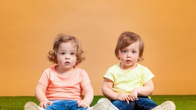 Ilustrasi Anak Perempuan Kembar/Freepik