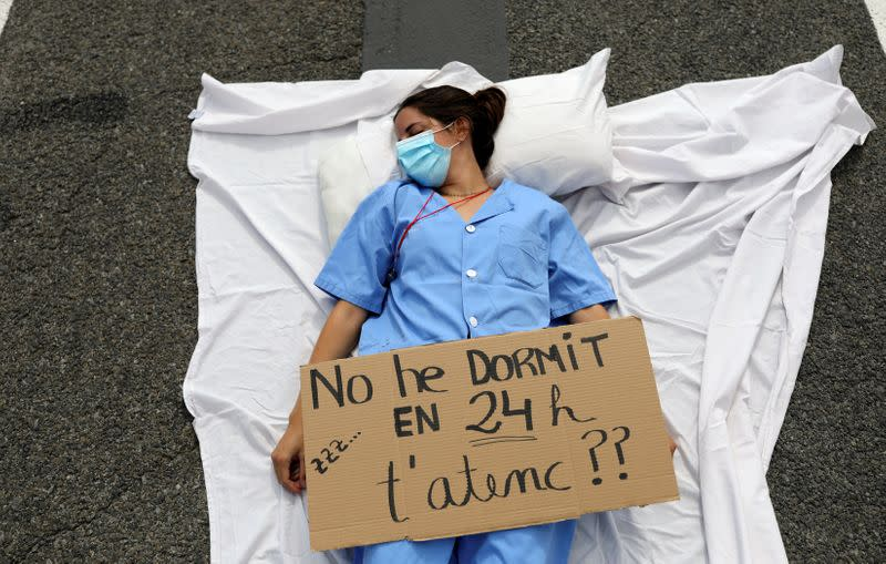 Stretched to the limit, Spanish medics demand better conditions