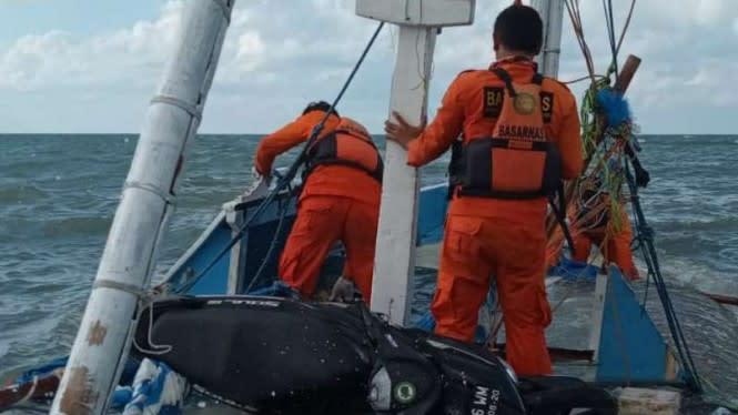 Kapal Obama Tenggelam Dihantam Ombak, 1 Orang Tewas