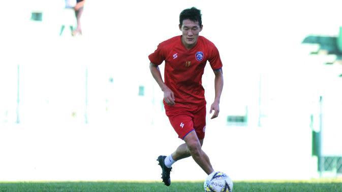 Gelandang anyar Arema FC, Oh In-kyun. (Bola.com/Iwan Setiawan)