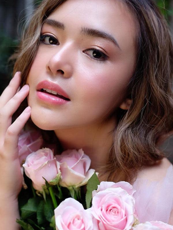 Gaya Pemotretan Terbaru Amanda Manopo dengan Makeup Natural. (Sumber: Instagram.com/amandamanopo)