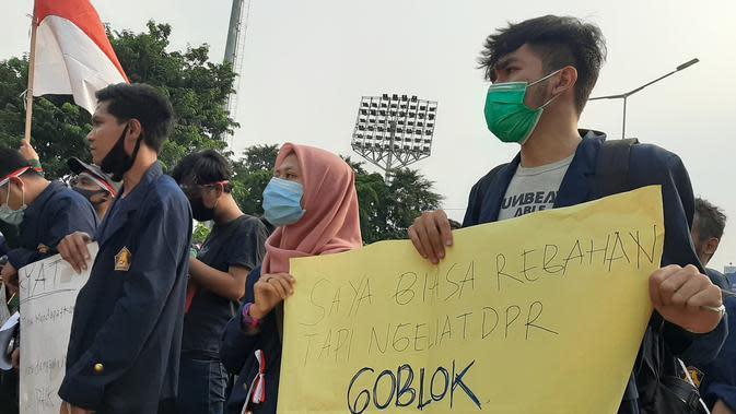 Mahasiswa yang Mengaku Kaum Rebahan pun Ikut Demo Tolak Omnibus Law