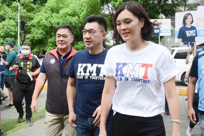高雄市長補選參選人李眉蓁(右)輔選。(林宏聰攝)