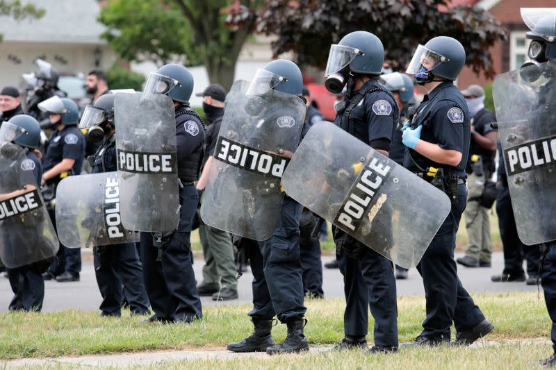 Judge temporarily bans Detroit police from chokeholds, rubber bullets against protesters