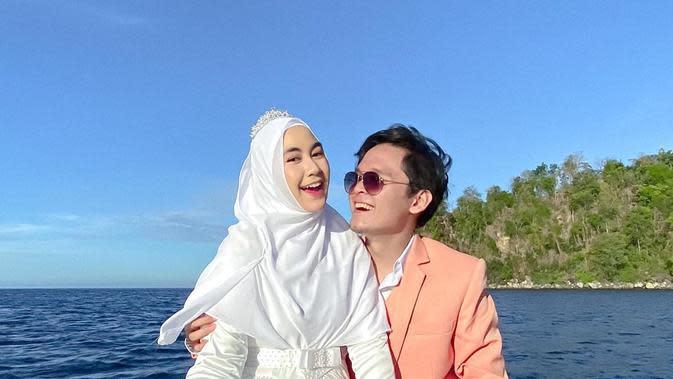 Potret Personel Adam Musik Bersama Istri. (Sumber: Instagram.com/anisarahma_12)