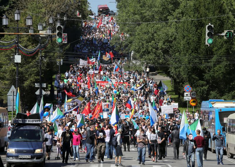 On election eve, several thousand join anti-Kremlin rally in Russian Far East