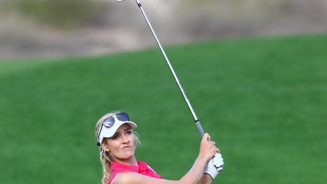 Paige Spiranac saat beraksi di Dubai Ladies Masters. (AFP/Nezar Balout)