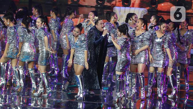 Penampilan pedangdut Nassar saat konser Pesta Perak 25 Indosiar di Jakarta, Minggu (12/1/2020). Konser Pesta Perak 25 Indosiar menghadirkan deretan musisi kenamaan Tanah Air. (Liputan6.com/Herman Zakharia)