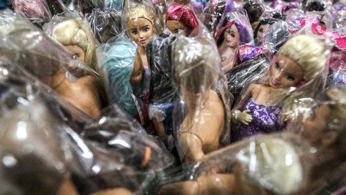 Suasana lapak di Pasar Gembrong Baru, Cipinang, Jakarta, Jumat (25/9/2020). Para pedagang mengatakan akibat pandemi covid-19 ini omzetnya turun hingga 80 persen, mereka pun berharap masih diperbolehkan berjualan meski PSBB Jakarta kembali diperpanjang. (Liputan6.com/Faizal Fanani)